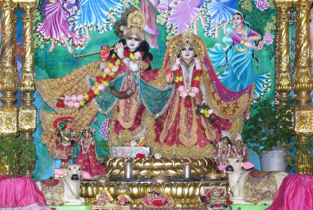 September 2011 the hare krishna movement srimati tulasi and sri sri radha vrindavan chandra fandeluxe Images