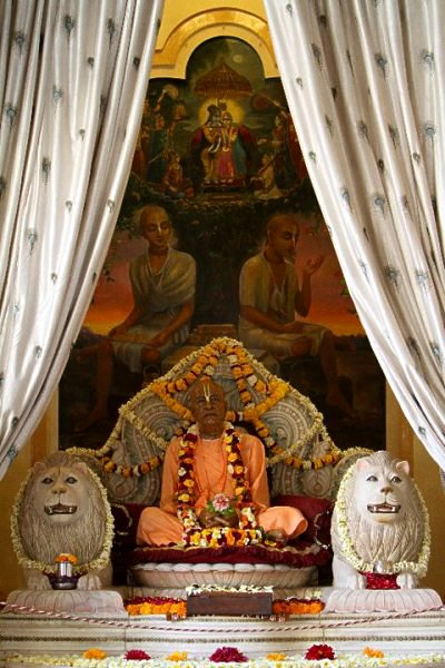 Uttama sloka the hare krishna movement srila prabhupadas vyasasana vrindavan india fandeluxe Image collections