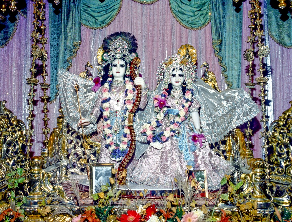 Sita rama at new vrindavan the hare krishna movement more fandeluxe Image collections