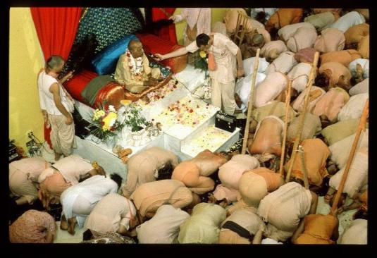 Prabhupadasaying Prema-dhvani prayers