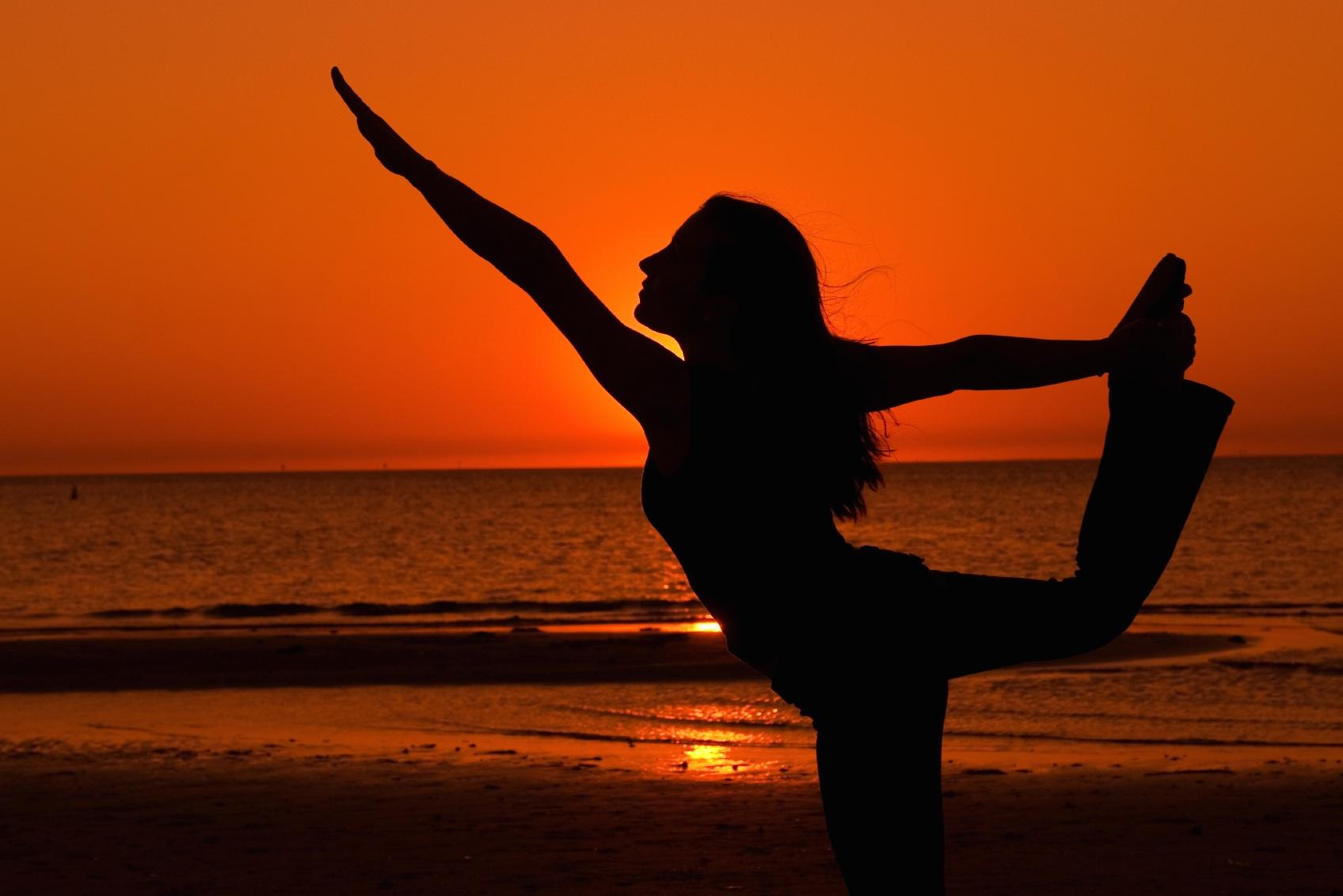 yoga_beach-sunset