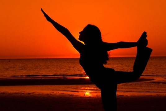 yoga_beach-sunset