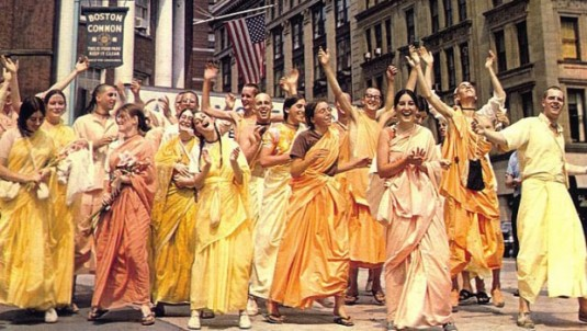 Women in ISKCON-Boston-Devotees-Chanting-Hare-Krishna-in-1968