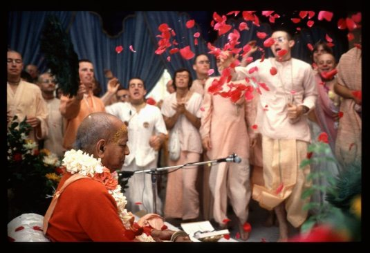 Srila Prabhupada showered with flowers