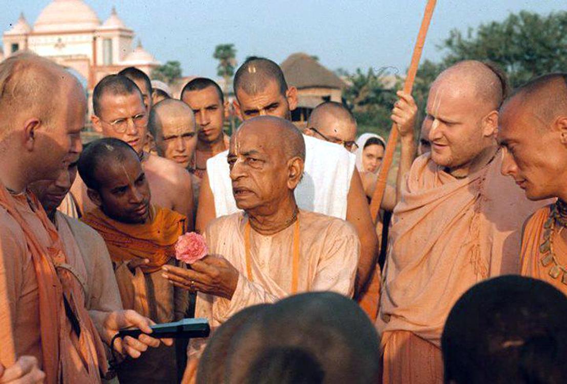 Srila Prabhupada preaching to disciples