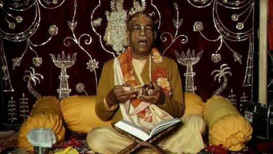 Srila-Prabhupada-Chanting-Jaya-Radha-Madhava-and-Playing-Kartals-620x350