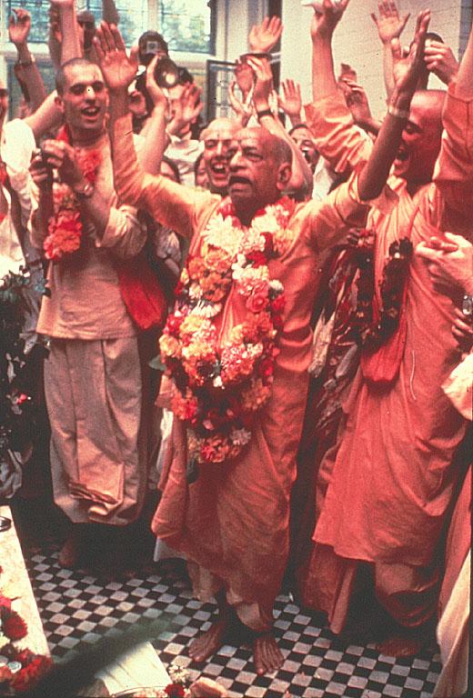 Srila Prabhupada chanting