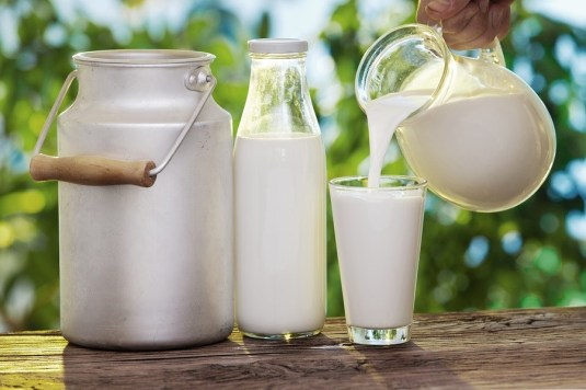 raw-milk-in-glass